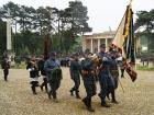 Defilé IR 28 před hrobkou maršála Radeckého